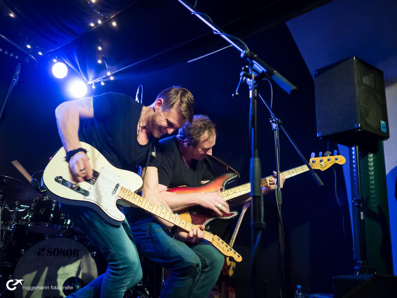 Ben Poole auf der Bühne im Konzertfoto