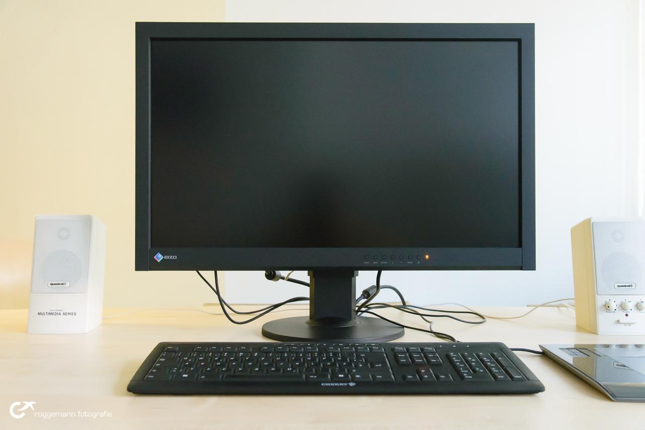 Eizo CS270 auf meinem Schreibtisch