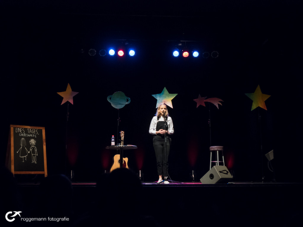 Julia Engelmann auf der Bühne in Greifswald