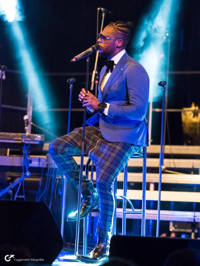 Silas Edwin singt solo