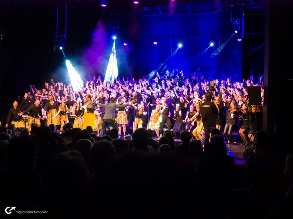 Der Masschoir beim Singout Gospelkonzert in Hannover